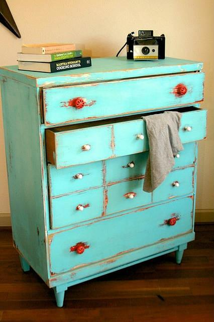 Distressed dresser you can DIY