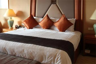 Lightweight Comforters and Lightweight Bedding